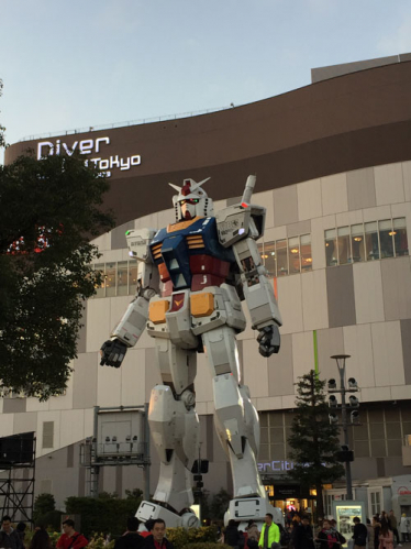 ガンダム像とダイバーシティ東京
