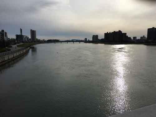 萬代橋からみた信濃川と新潟市内