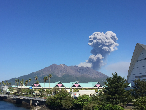 定期的に噴火する桜島