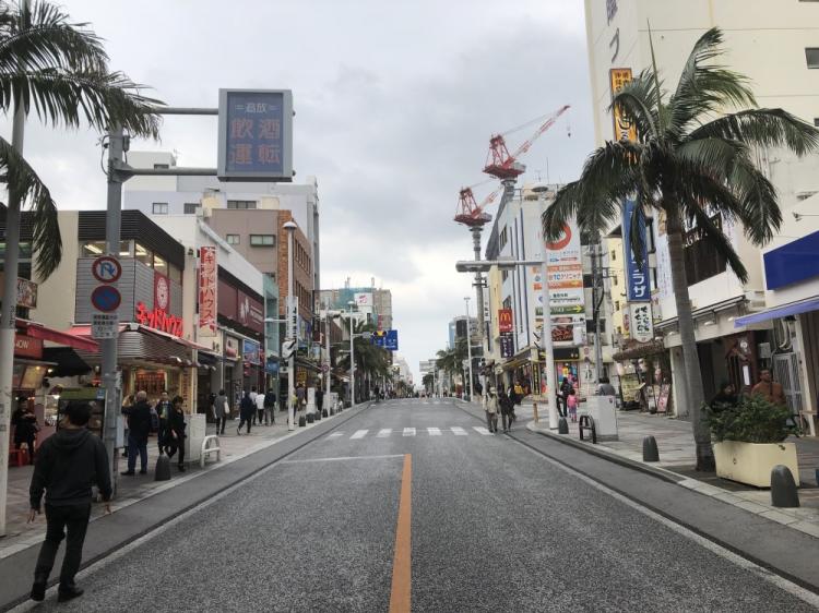 国際通り 観光客・ホテル・観光客向けショップが多い