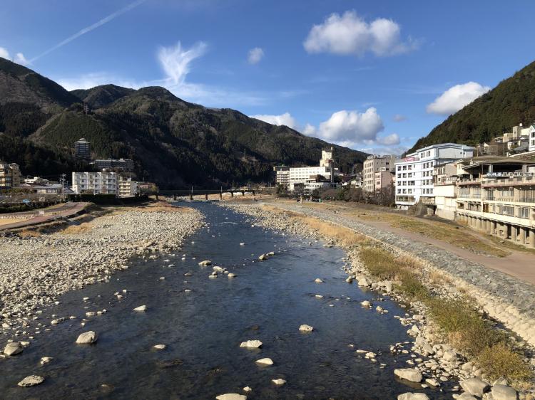 下呂温泉、飛騨川上の下呂大橋より