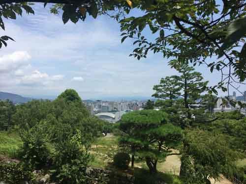 高知城の天守閣付近からみた景色