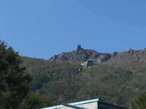 昭和新山と有珠山を結ぶロープーウェイ
