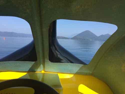 スワンボートにて湖上より
