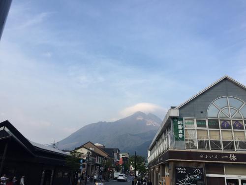 駅から由布岳が見える