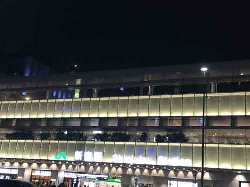 新宿駅南口方面から