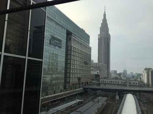 新宿駅より