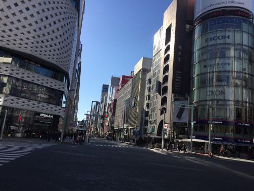 和光本館の交差点反対側