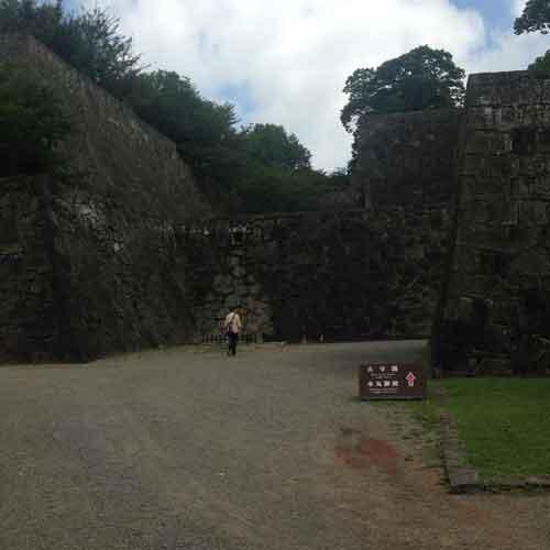 熊本城は立派な石垣で有名