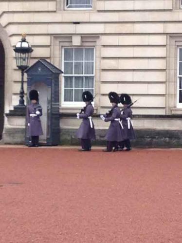 バッキンガム宮殿を守る近衛兵