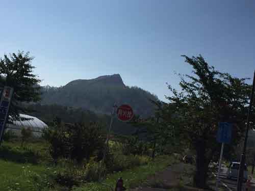 ふもとからみた昭和新山