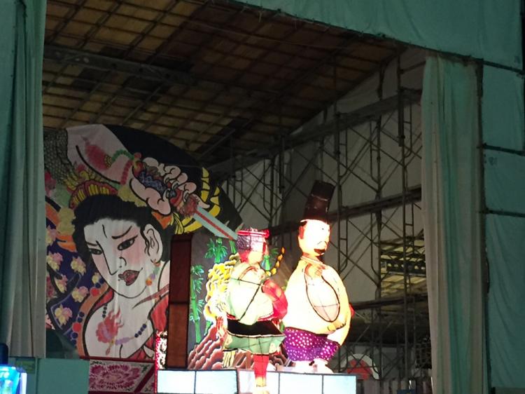 ねぷた祭りに近づくと弘前市のところどころにねぷたが用意・展示されている