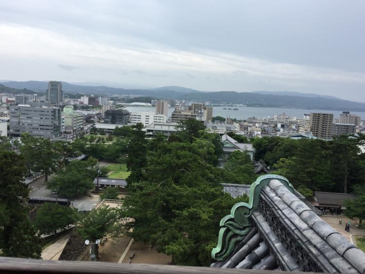 松江城天守閣から宍道湖と松江の町の風景