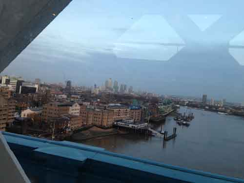タワーブリッジ内から見るロンドン市街