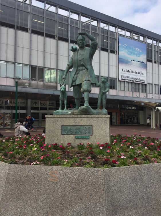岡山駅桃太郎像