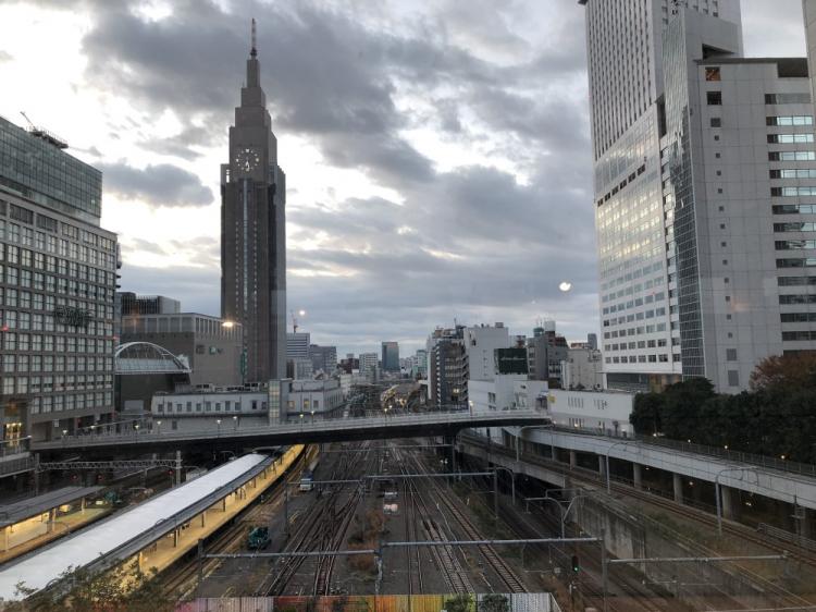 バスタ新宿から新宿駅を見下ろす