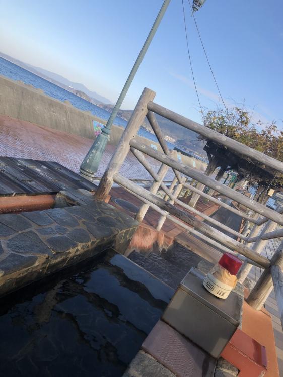 海岸沿いにある無料足湯