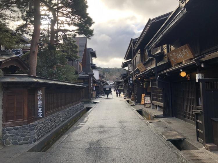 高山の古い街並み