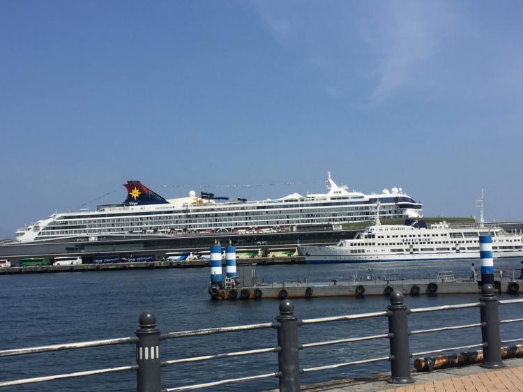 横浜港には豪華客船がよく停泊している